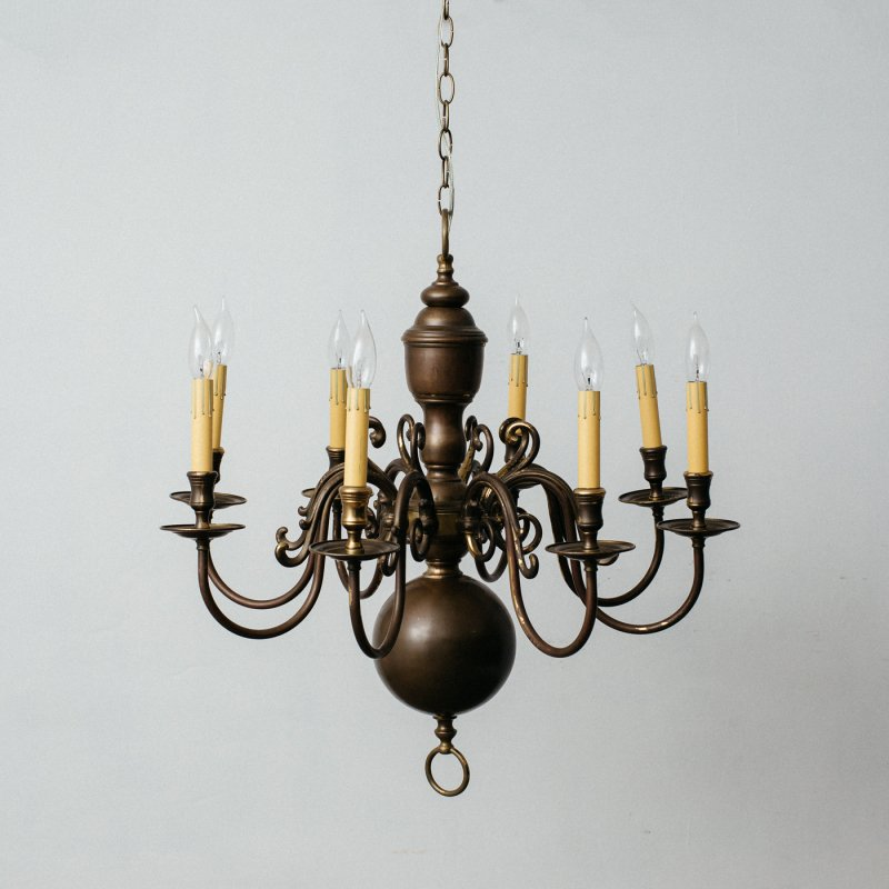 <img class='new_mark_img1' src='https://img.shop-pro.jp/img/new/icons20.gif' style='border:none;display:inline;margin:0px;padding:0px;width:auto;' />VINTAGE 8 BULBS CHANDELIER  <br> ヴィンテージ 8灯シャンデリア