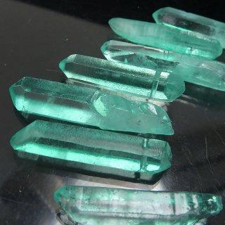 【1粒売り】水晶原石 ポイント グリーン L 30-41x6-9mm cry_pt_L_g