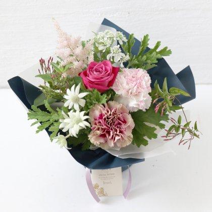 ローズピンクの立つ花束(M)