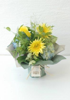 レモンイエローの立つ花束M