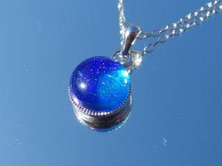 光るガラス『きらり【空】』チェーンネックレス【綿紐、シルバー925変更可】【受注制作】