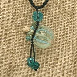 【SALE】 小さなガラス瓶のアロマペンダント 水色ストライプ・丸型(メール便可)