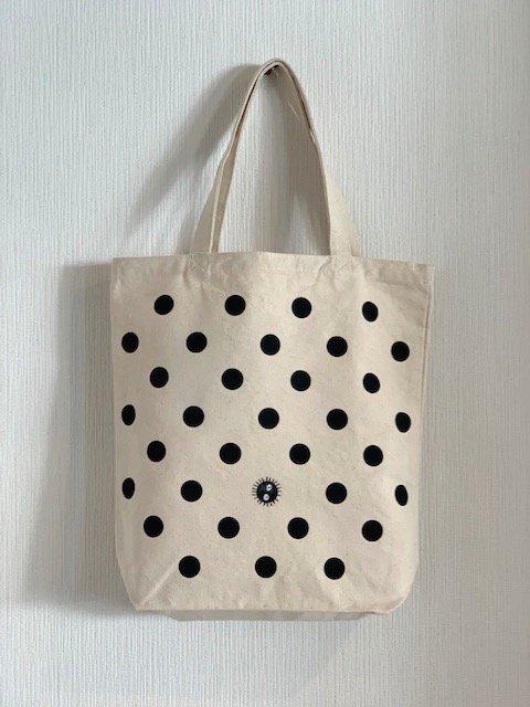まっくろくろすけ刺繍トートバッグ (中)