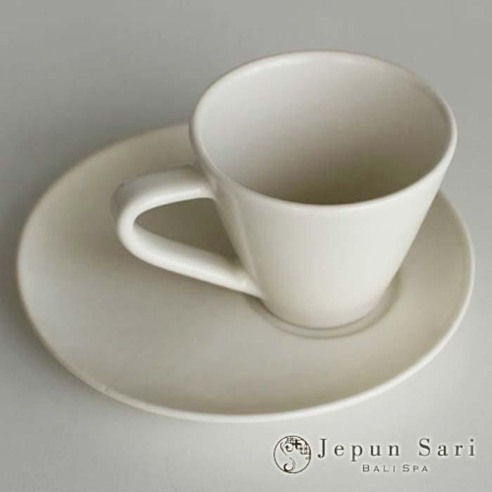 JENGGALA カップ&ソーサー マットホワイト メインイメージ