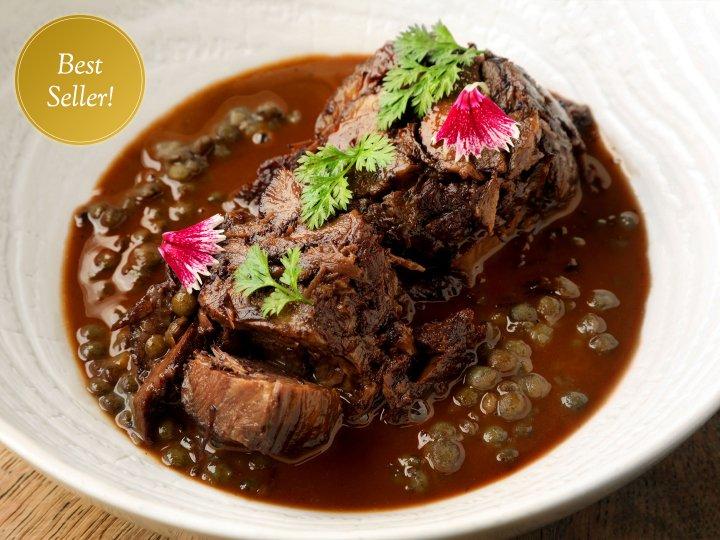 牛ほほ肉の赤ワイン煮込と<br />仏産グリーンレンズ豆<br />Braised beef cheek,<br />red wine sauce and green lentils