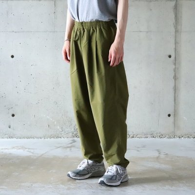 <img class='new_mark_img1' src='https://img.shop-pro.jp/img/new/icons16.gif' style='border:none;display:inline;margin:0px;padding:0px;width:auto;' />BURLAP OUTFITTER / TRACK PANTS - NEW OLIVE