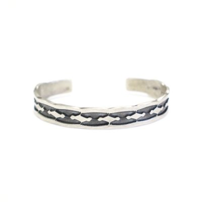 NORA BILL / STAMPED SIVER BANGLE
