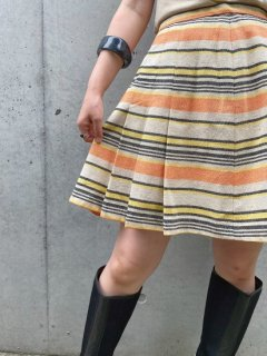 <img class='new_mark_img1' src='https://img.shop-pro.jp/img/new/icons14.gif' style='border:none;display:inline;margin:0px;padding:0px;width:auto;' />Vintage Striped Skirt