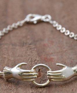 古着 Silver bracelet Holding a Circle | ホールドハンドモチーフ シルバーバングル 古着のネット通販 古着屋グレープフルーツムーン