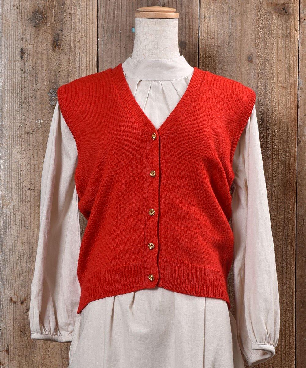 古着 Gold Button Red V Neck Vest|ゴールド飾りボタン付きVネックニットベスト レッド 無地 古着 ネット 通販 古着屋グレープフルーツムーン