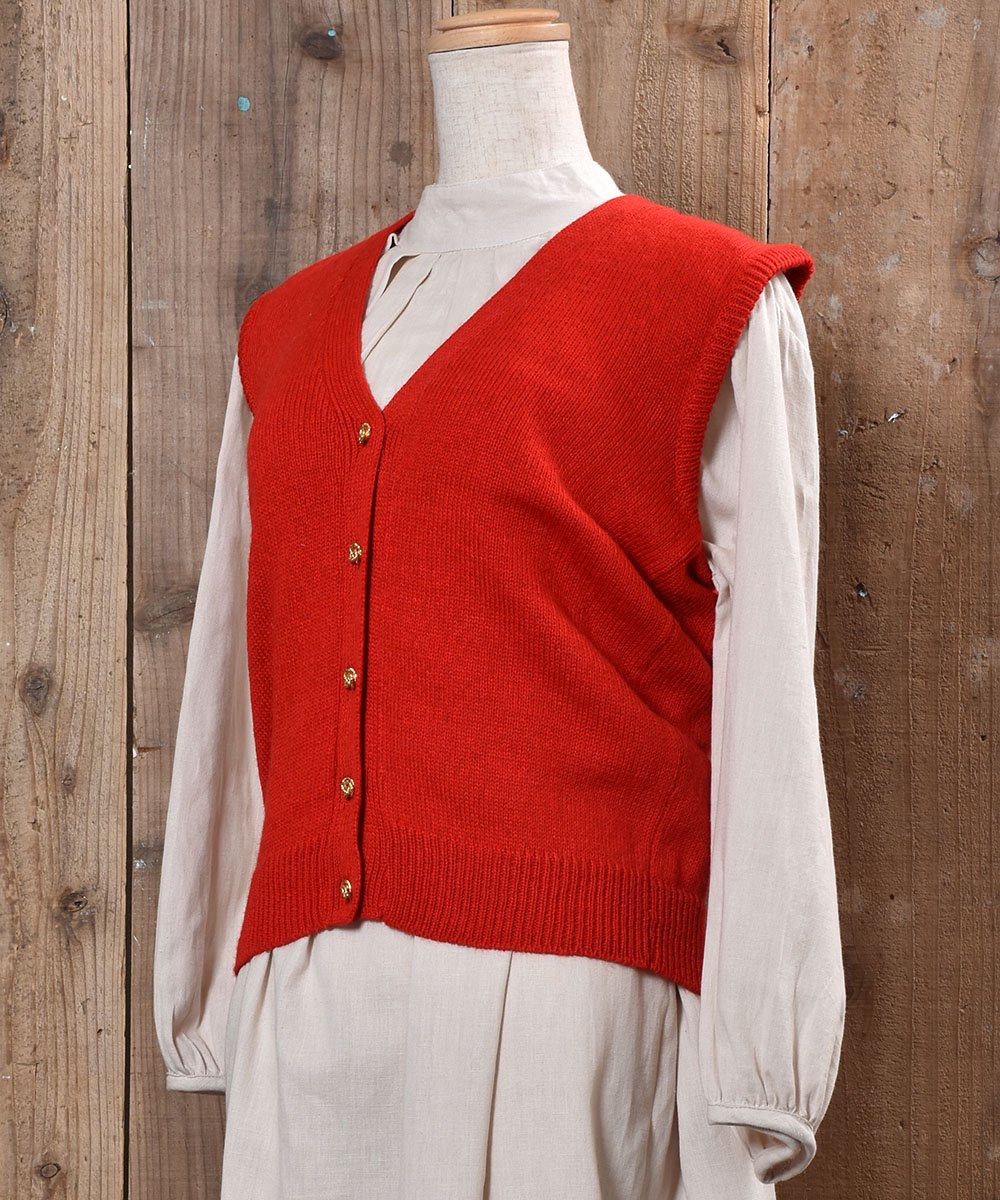 Gold Button Red V Neck Vest|ゴールド飾りボタン付きVネックニットベスト レッド 無地サムネイル