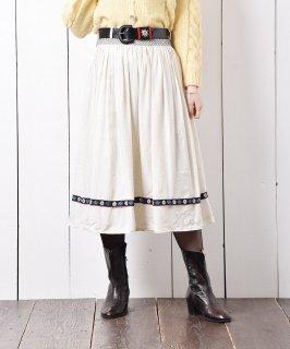 古着ヨーロッパ製 ベルト付き チロリアンスカート 花刺繍テープ 古着のネット通販 古着屋グレープフルーツムーン