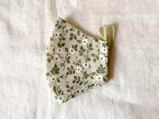 布マスク32 くすみグリーンに白い花