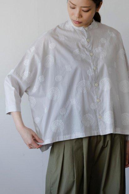 アナベル刺繍<br>スタンドカラー<br>ビッグブラウス<br>7分袖<br>