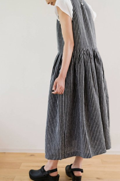 SLEEVELSS PLEATED LONG DRESS