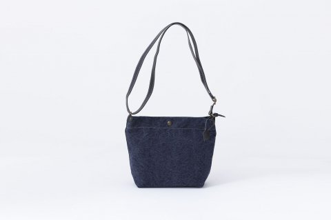 SHOULDER BAG<br>cotton<br>stone wash<br><NAVY>