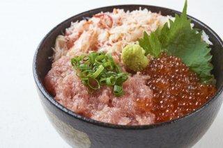【送料無料】豊洲海鮮丼 満足セット 4〜5人前 うに いくら マグロ