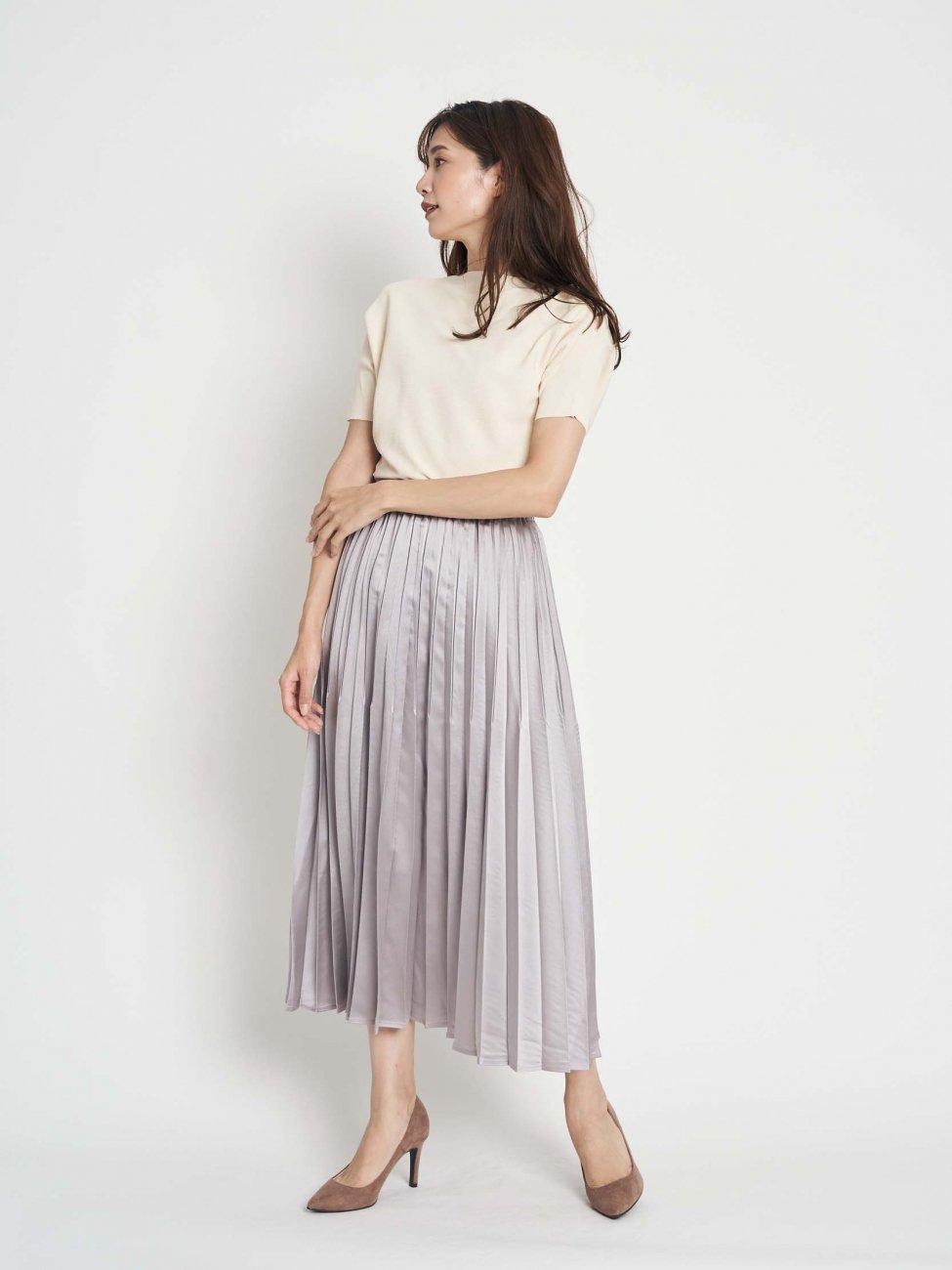 ドルマンリブニット×サテンプリーツスカート
