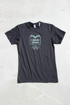 ADOBE BOOKS/MINIMAL LOGO Tシャツ