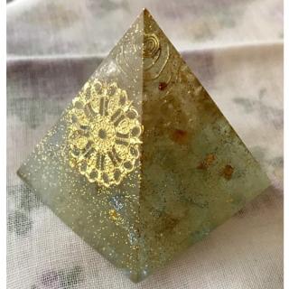 オルゴナイト ピラミッド オブジェ 置物 春の金色 チャーム大