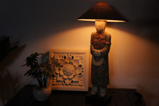 インドネシアンのテーブルランプ