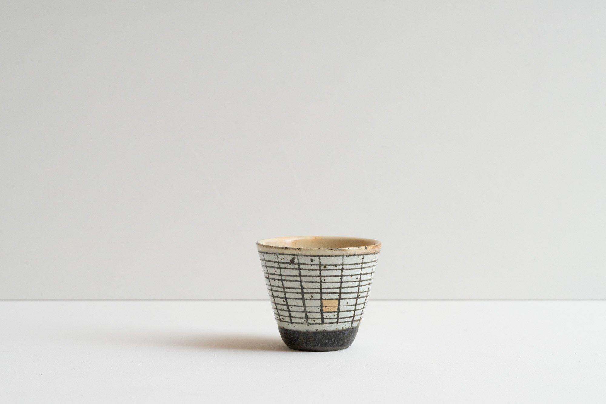 粉引蕎麦猪口(横格子)