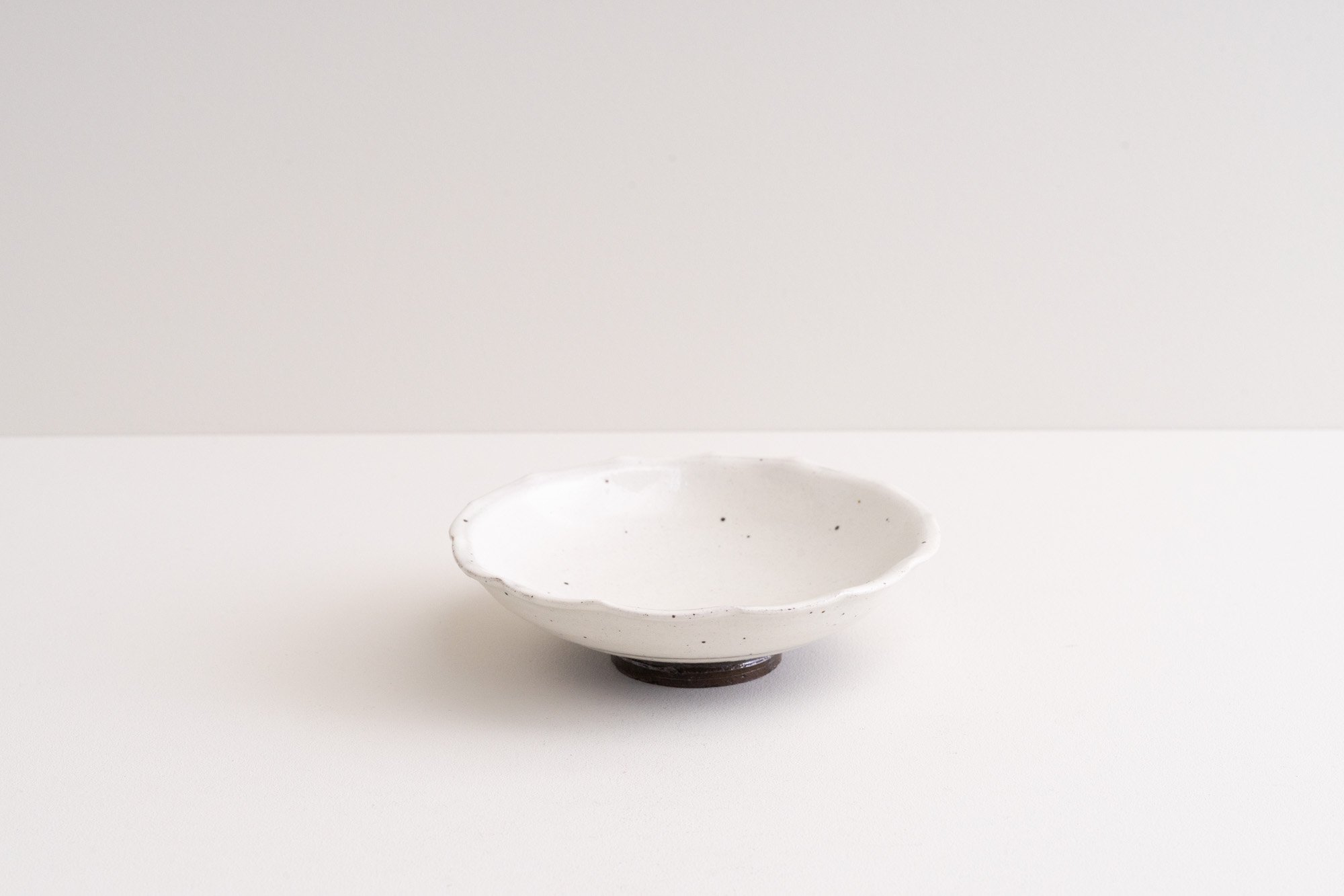 粉引ふちなぶり皿