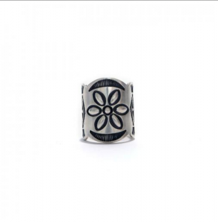 <img class='new_mark_img1' src='https://img.shop-pro.jp/img/new/icons21.gif' style='border:none;display:inline;margin:0px;padding:0px;width:auto;' />[hobo]Desert Flower Silver Tapered Band Ring by STANLEY