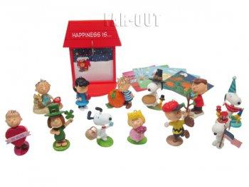 ホールマーク ピーナッツ マンスリー Happiness is Peanuts All Year Long 12か月 オーナメント w/ ディスプレイスタンド セット スヌーピーと仲間たち