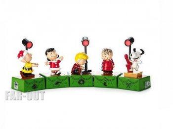 ホールマーク ピーナッツ クリスマスダンスパーティー ミュージック&ライトアップ フィギュア 5体セット スポットライト付き スヌーピー、チャーリーブラウン他