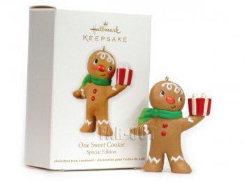 ホールマーク 2012 オーナメント ジンジャーブレッドボーイ プレゼントを持つ One Sweet Cookie