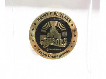 東京ディズニーランド 5周年記念 メダル コイン ペーパーウェイト アクリルブロック ディスプレイ 1988年 TDL Happy Five Years