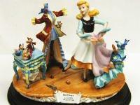 ローレンツ スカルプチャー フィギュア シンデレラ ディズニー フィギュアリン Capodimonte Laurenz Surprise for Cinderella