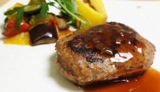 三河一色産炭火焼うなぎと宮田精肉謹製和牛入りハンバーグ マトロットソースと共に