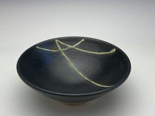 黒織部小鉢(松葉)