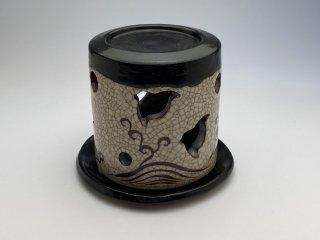 黒織部茶香炉(千鳥)