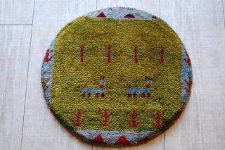 座布団代わりになる/○ミニギャッベ/草原に2匹の羊