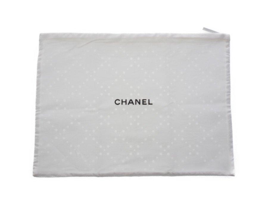 【新品】シャネル CHANEL ノベルティ フラットポーチ 収納袋 ドット柄 Medium size (H)26cm×(W)36cm ホワイトの商品画像