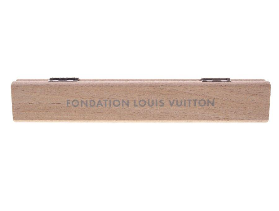 【新品】ルイヴィトン LOUIS VUITTON ペンケース 鉛筆入れ 万年筆入れ FONDATION フォンダシオン 美術館限定 木製 木彫り ベージュの商品画像