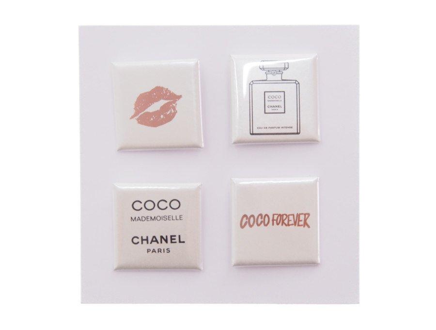 【新品】シャネル CHANEL ノベルティ ブローチ スクエア缶バッジ 4種類 リップ COCO MADEMOISELLE 香水 COCO FOREVERの商品画像