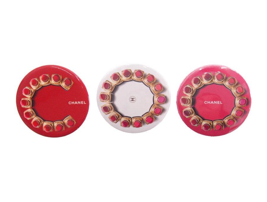 【展示 保管品】シャネル CHANEL ノベルティ 缶バッジ ブローチ ルージュココ 3種類セット 赤×2個 白×1個の商品画像