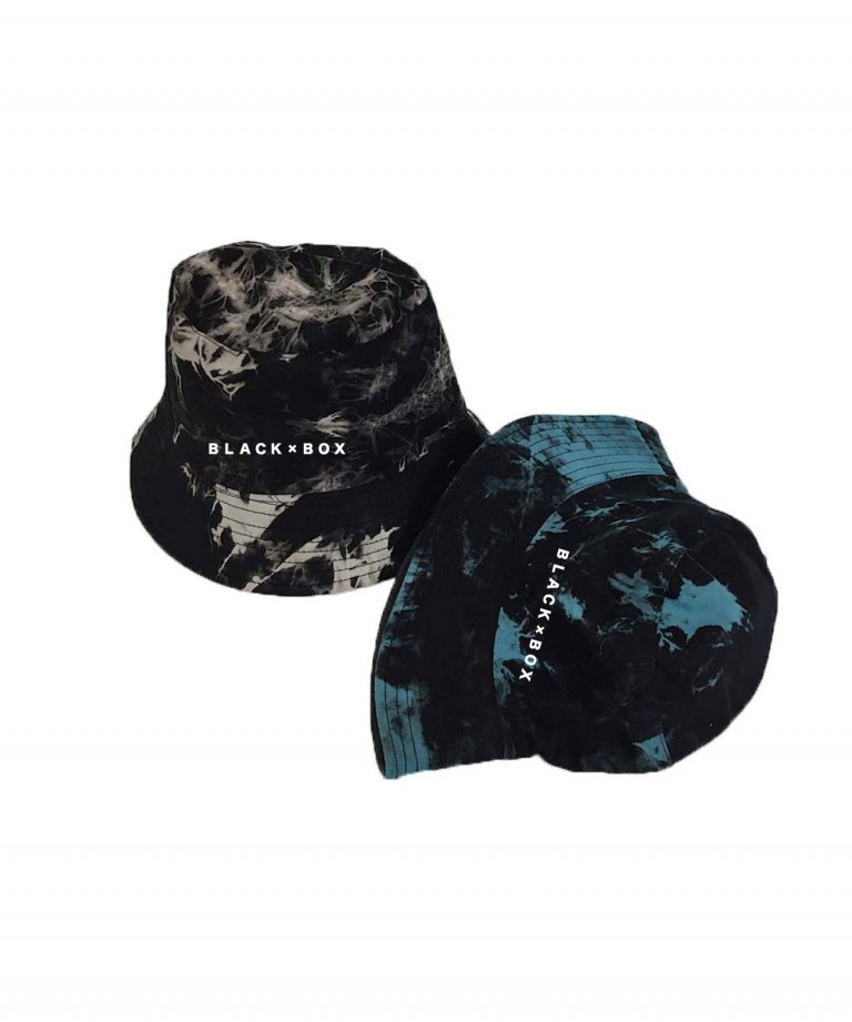 <img class='new_mark_img1' src='https://img.shop-pro.jp/img/new/icons8.gif' style='border:none;display:inline;margin:0px;padding:0px;width:auto;' />BLACK×BOX Chemical Embroidery Bucket Hat BLU
