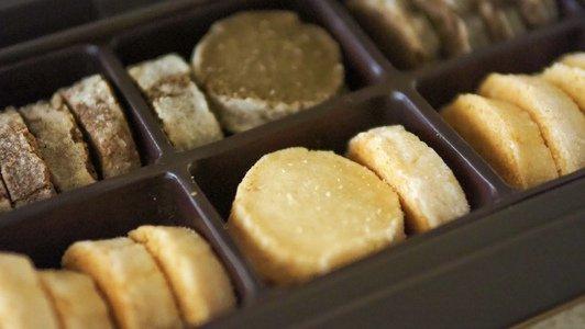 2種の選べるクッキー缶