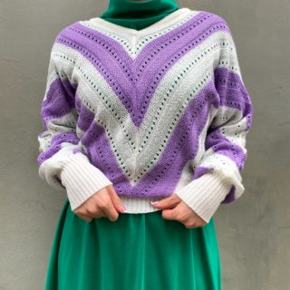 <img class='new_mark_img1' src='https://img.shop-pro.jp/img/new/icons14.gif' style='border:none;display:inline;margin:0px;padding:0px;width:auto;' />V-neck Purple & White Light Knit Top