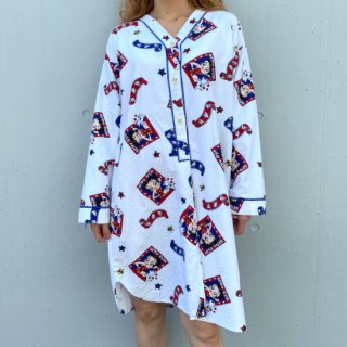 <img class='new_mark_img1' src='https://img.shop-pro.jp/img/new/icons14.gif' style='border:none;display:inline;margin:0px;padding:0px;width:auto;' />BETTY BOOP V-neck Dress