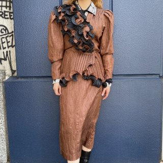 <img class='new_mark_img1' src='https://img.shop-pro.jp/img/new/icons14.gif' style='border:none;display:inline;margin:0px;padding:0px;width:auto;' />Brown Wrinkle Ruffle Pleats Design Jacket & Skirt Set Up