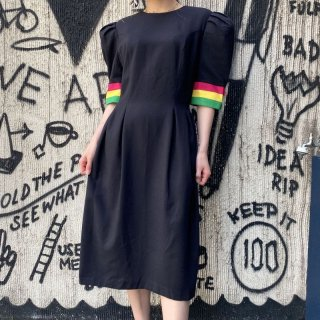 Color Line Puff Sleeve Dress