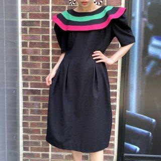 Color Line Ruffle Collar Dress