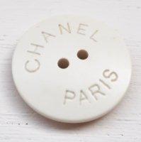 859 CHANEL(ヴィンテージ シャネル)ロゴ デザイン ボタン ホワイト