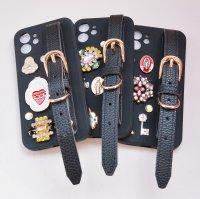 The Delight BIJOU & MEDAI CROSS BELT IPHONE CASE(ビジュー&メダイ クロス ベルト アイフォーン ケース)12/12Pro ブラック